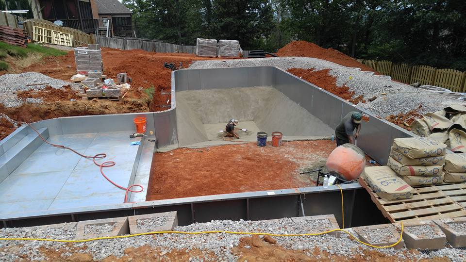 Building a vinyl liner swimming pool | Mancha Hardscapes