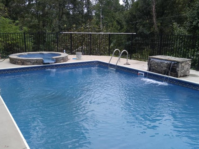 Heated Vinyl Pool With Spill Over Spa In Vestavia Hills, Al