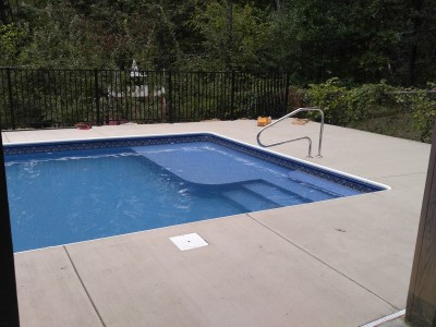 Vinyl Liner Pool With Tanning Ledge and Spa