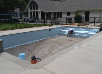 05_vinyl_pool_with_fence_indian_springs.jpg