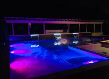 11_led_lights_gunite_pool.jpg
