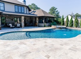 gunite_pool_with_spa_1.jpg